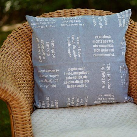 Dekokissen | gewebte LIEBE | verum textilia