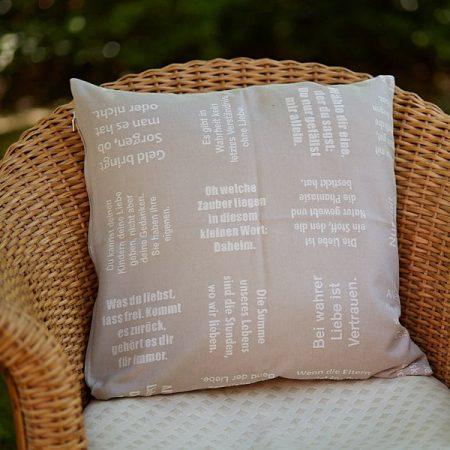 Zierkissen | gewebte LIEBE | verum textilia